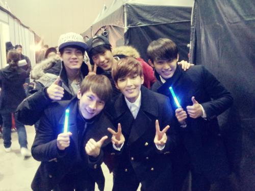 [TWITTER] 28.12.2013 Ryeowook + Peniel, Minhyuk, Eunkwang et Hyunsik
